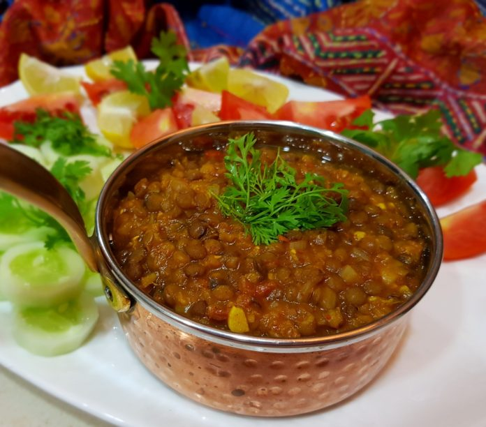 Whole red lentils curry